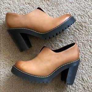 Dr. Marten Cordelia Tan Leather Heel